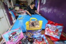 Perajin tas perayaan ulang tahun