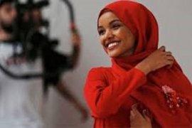 Halima Aden ungkapkan akan pamit dari dunia model karena masalah keyakinan