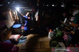 Akses listrik masyarakat adat Salena di Palu Page 1 Small