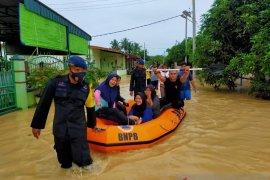 Brimob tambah personel bantu evakuasi warga terdampak banjir di Tebing Tinggi