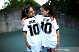 Mara dan Dona, si kembar abadikan Maradona