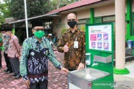 Bank Syariah Mandiri bantu fasilitas cuci tangan dan beasiswa