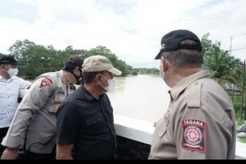 Gubsu tinjau banjir di Tebing Tinggi dan siapkan bantuan logistik