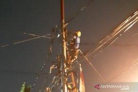 Korsleting di Jalan Balai Pustaka akibat kabel tanah terbakar