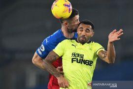 Newcastle menundukkan tuan rumah Crystal Palace dengan skor 2-0