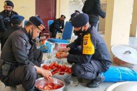 Brimob Sumut dirikan dapur lapangan bantu korban banjir di Tebing Tinggi