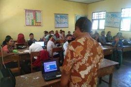 NHM salurkan dana intensif ke guru honorer di Halut