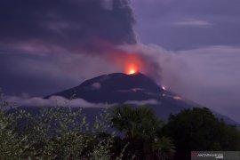 Status Gunung Ile Lewotolok naik dari waspada jadi siaga
