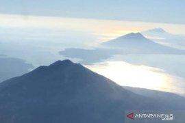 Wilayah Lembata hujan abu dan kerikil erupsi Gunung Lewotolok