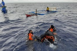 Tim SAR evakuasi jasad warga di perairan Pulau Tagalaya