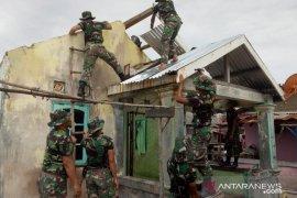 PT Timah-Kodim 0431 renovasi rumah rusak akibat angin kencang di Mentok