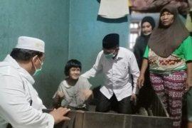 Muhammad Rusli jenguk Ismiyati warga penderita lumpuh total