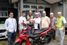 """Yayasan """"Dangsanak Kita"""" berikan bantuan kendaraan untuk ustadz dalam pembinaan mualaf"""