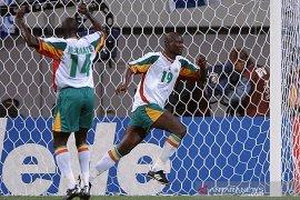 Mantan gelandang Senegal Bouba Diop meninggal di usia 42 tahun