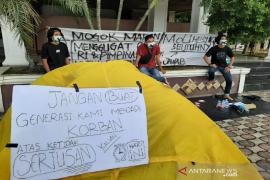 Pemuda Aceh gelar aksi mogok makan di depan gedung DPRA