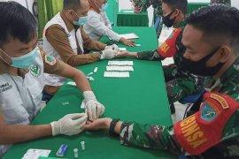 Prajurit TNI Kodim 1206 Putussibau jalani rapid tes