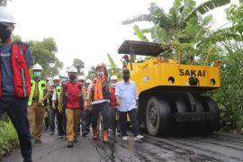 Gubernur Sulbar janjikan pembangunan jalan Mamasa-Tator rampung 2021