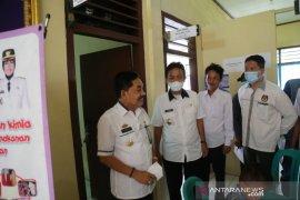Pj Bupati Pesisir Barat tinjau rapid test anggota pengawas TPS di tiga kecamatan