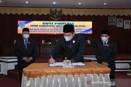 Semua Fraksi DPRD HSS sepakati Raperda APBD 2021 menjadi Perda