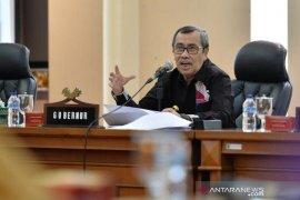 Gubernur Riau dan isterinya  positif COVID-19