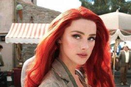 "Amber Heard didesak untuk hengkang dari film \""Aquaman 2\"""