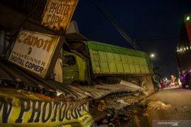 Enam kendaraan kecelakaan di Tanjungsari Sumedang, dua orang tewas