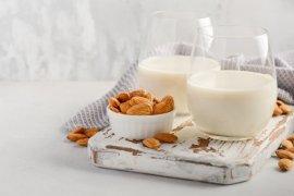 Selain turunkan berat badan, ini manfaat lain dari susu almond