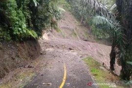 Jalur Bandung-Cianjur kembali putus akibat longsor