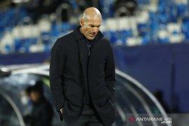 Pelatih Zinedine Zidane tegaskan tak akan mundur dari Madrid usai dikalahkan Shaktar