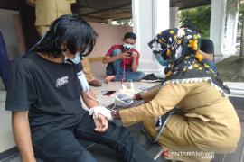 Tiga pemuda aksi mogok makan di DPR Aceh dilarikan ke rumah sakit