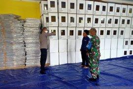 TNI-Polri memeriksa logistik Pilkada di KPU Lombok Utara
