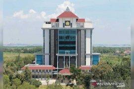 Rektor positif COVID-19, seluruh dosen dan karyawan UTM Bangkalan jalani tes cepat