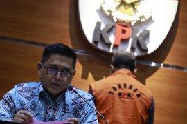 KPK tahan mantan pejabat Kementerian Agama Undang Sumantri