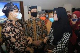Momen Bupati Azwar Anas pamitan kepada guru TK/PAUD Banyuwangi