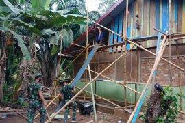 Satgas Yonif 125/Si'mbisa renovasi gereja Bukit Zaitun di perbatasan RI-PNG
