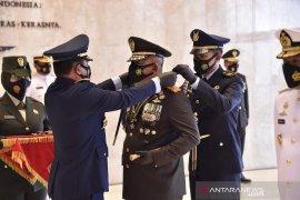 Panglima TNI sematkan tanda kehormatan Bintang Dharma kepada 10 perwira tinggi