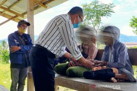 LPSK serahkan santunan duka kepada korban kekerasan MIT Poso  di Sigi