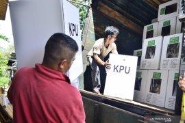 KPU Tanah Datar distribusikan logistik pilkada pada H-3