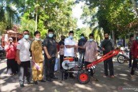 Pemkab Tanah Datar bagikan 90 alat mesin pertanian selama 2020