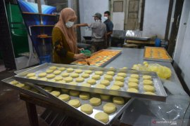 Warga Riau dilatih membuat roti untuk bangkit dari pandemi