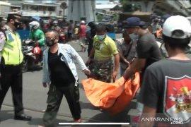 Pria tanpa identitas tewas tertabrak kereta di perlintasan Tambora