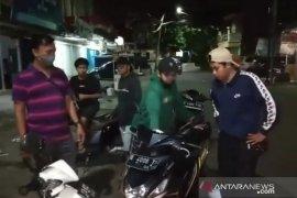 Polisi bubarkan balap liar di Duren Sawit dengan letusan tembakan