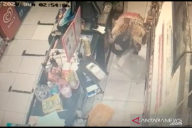 Polisi tangkap tunawisma pembobol minimarket di Tambora