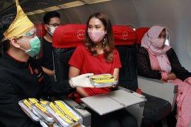 Bagi-bagi Nasi Padang di penerbangan menuju Padang