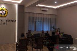 Wisuda luring Universitas Merdeka Malang dihentikan Tim Penegak Disiplin COVID-19