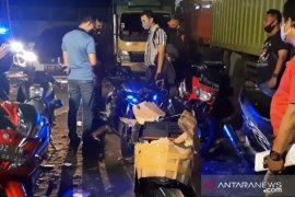 """Puluhan sepeda motor """"bodong"""" disita polisi dari gudang di Pulogadung"""