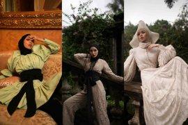 """Koleksi terbaru \""""Romantic Nostalgia\"""" diluncurkan, karya terakhir mendiang Barli Asmara"""