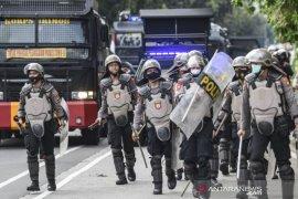 Polisi Bubarkan Massa Aksi Demonstrasi 1812 Page 2 Small