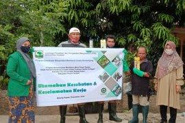 Tim Pengabdian Masyarakat Unand bimbing petani gambir terapkan keselamatan dan kesehatan kerja