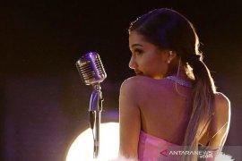Penyanyi Ariana Grande akhirnya dinikahi agen real estate
